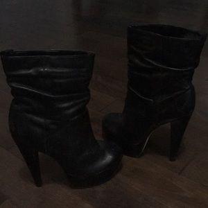 Aldo black leather platform booties - size 8